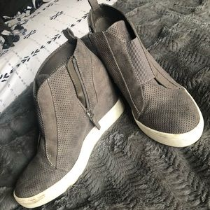 MIA gray wedge booties